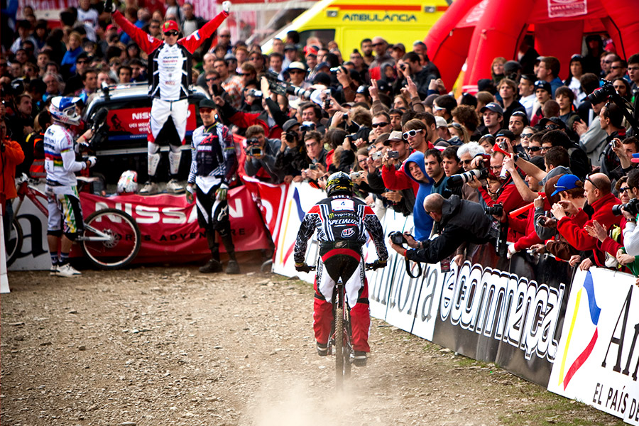 Steve Peat, finish line, Andorra 2009